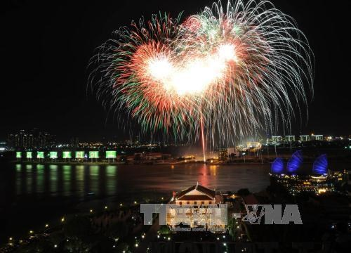 HCM City to welcome New Year with firework shows hinh anh 1