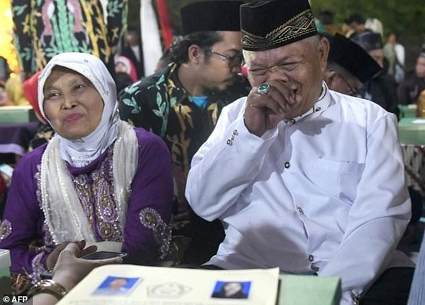 Indonesian couples celebrate New Year with mass wedding hinh anh 1