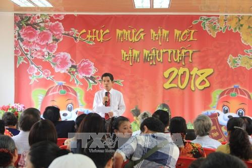 Overseas Vietnamese in Angola meet on New Year 2018 hinh anh 1