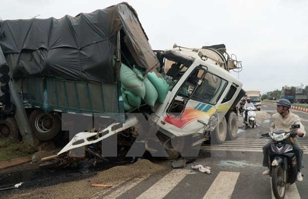 Accident fatalities climb to 67 in three-day New Year holiday hinh anh 1