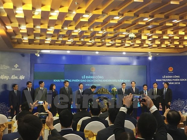 Vietnam's stock market opens first trading session of 2018 hinh anh 1