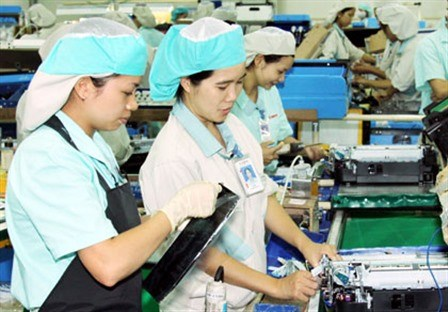 Vietnam to send 100,000 workers abroad annually hinh anh 1