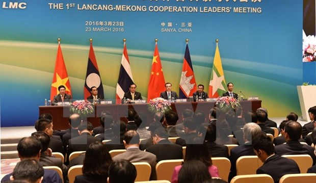 Laos, China ink deal on Mekong-Lancang cooperation fund hinh anh 1
