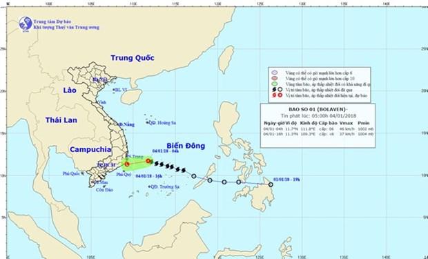 Storm Bolaven weakens before landing in Vietnam hinh anh 1