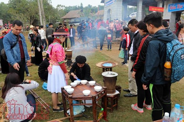 Ethnic tourism village invites visitors with highland flavour, beauty hinh anh 1