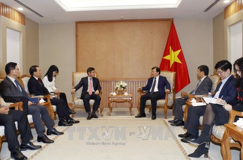 Deputy PM calls for Samsung's support in technology transfer hinh anh 1