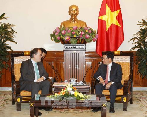 Vietnam, UK forge strategic partnership hinh anh 1