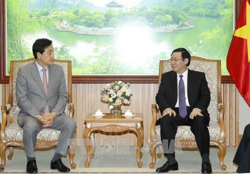Deputy PM calls for Korean group's investment in finance hinh anh 1