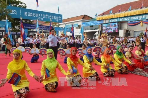 Cambodia's largest-ever ceremony marks victory day over Pol Pot hinh anh 2