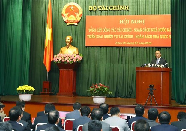 PM stresses importance of stable financial policies hinh anh 1