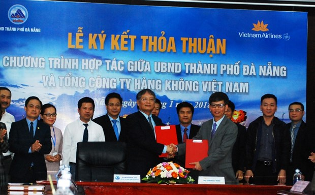 Da Nang, Vietnam Airlines shake hands in tourism, trade promotion hinh anh 1
