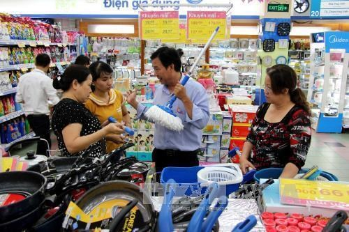Prices forecast to remain stable, even fall in 2018 hinh anh 1