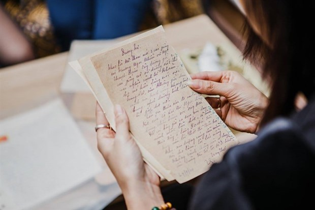 Exhibition gathers handwritten letters in the past century hinh anh 1