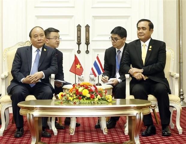 PM Nguyen Xuan Phuc meets Thai counterpart hinh anh 1
