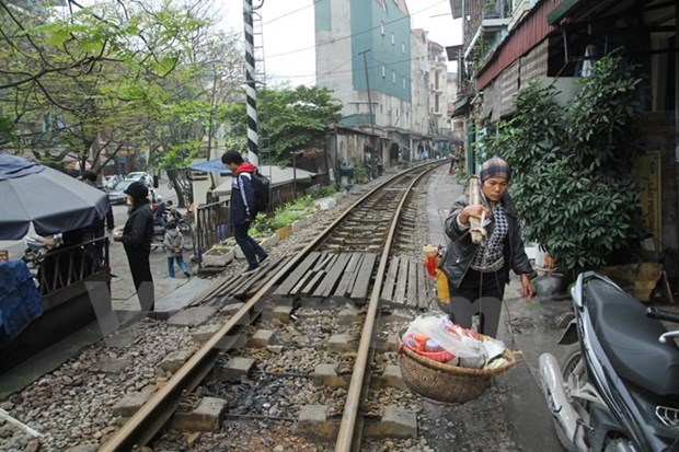 75 million USD needed to clear illegal level crossings hinh anh 1