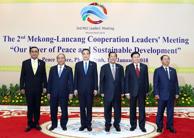 Prime Minister concludes trip to attend Mekong-Lancang summit hinh anh 1