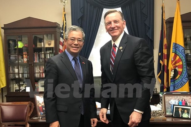 Vietnam, US seek stronger cooperation in energy, defence hinh anh 1