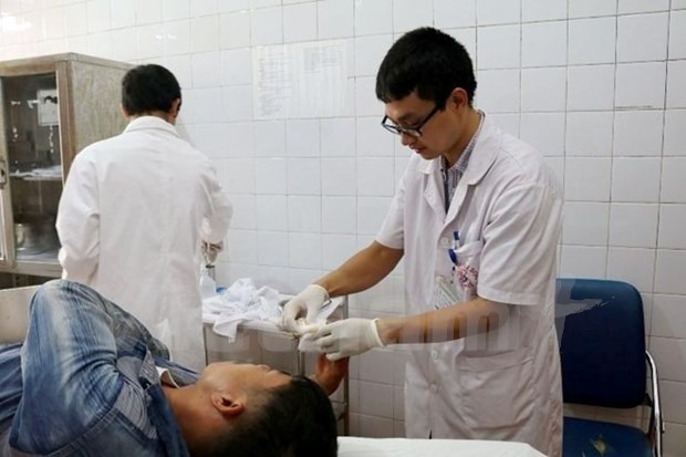 Volunteer medics help rural poor hinh anh 1