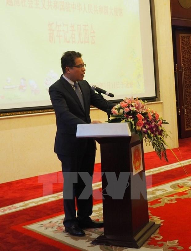 Vietnamese Ambassador meets Chinese press hinh anh 1