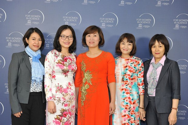Five Vietnamese female scientists win L'Oreal-UNESCO awards hinh anh 1