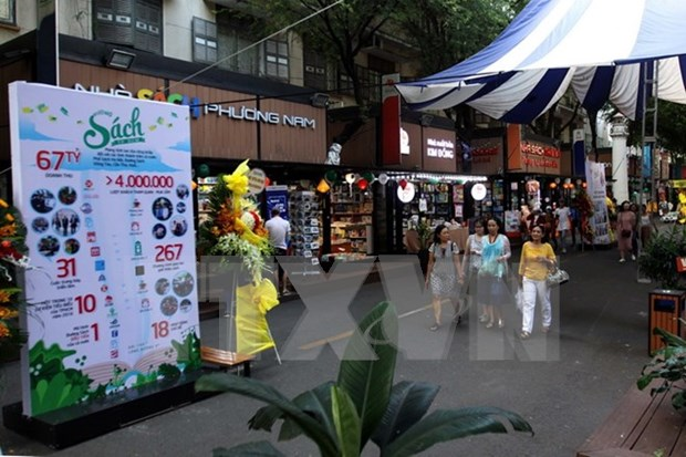 HCM City: Book Street helps promote reading culture hinh anh 1