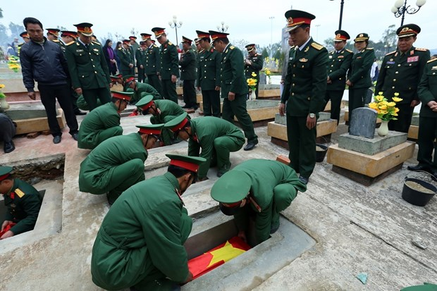 Dien Bien holds services for soldier remains found in Laos hinh anh 1