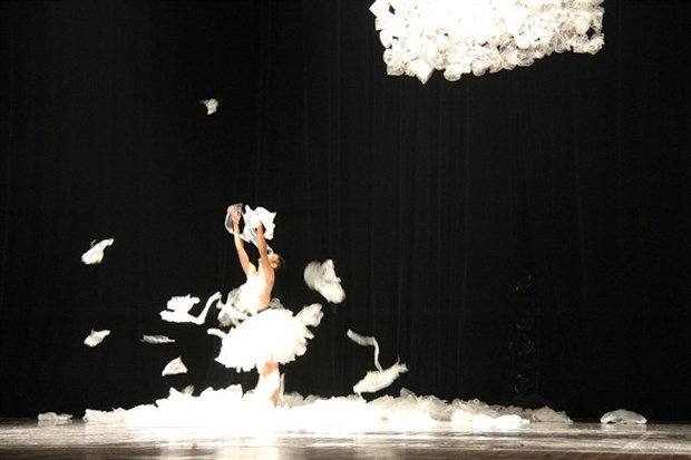 Contemporary dance to be performed at Hanoi Opera House hinh anh 1