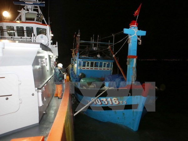 Foreign sailors rescued in Ba Ria-Vung Tau waters hinh anh 1