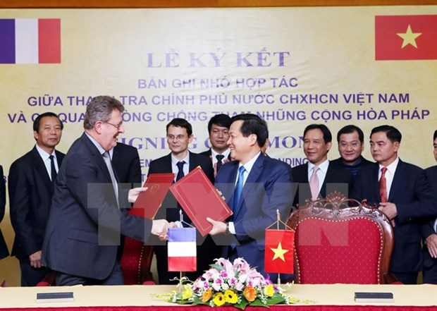 Vietnam, France shake hands in combating corruption hinh anh 1