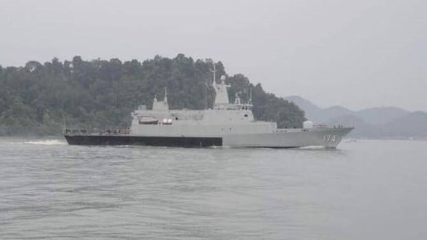 Malaysian navy rescues tourists stranded on Tioman island hinh anh 1