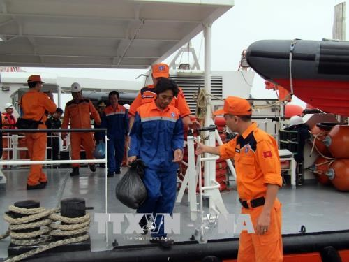 Vietnamese sailors on Malaysian sunk ship rescued hinh anh 1