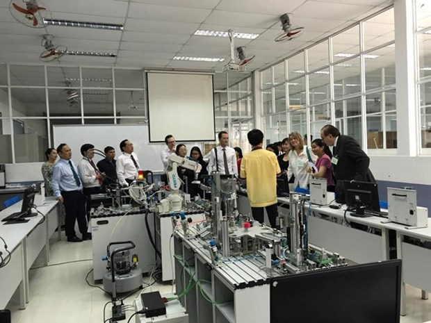 Vietnam, UK intensify cooperation in occupational education hinh anh 1