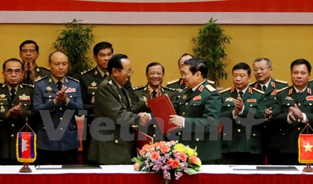 Vietnam, Cambodia promote defence cooperation hinh anh 1