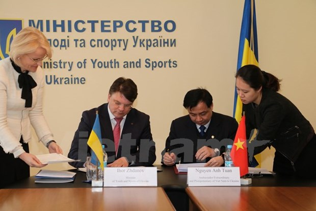 Vietnam, Ukraine sign sports cooperation agreement hinh anh 1