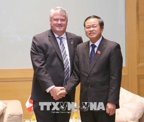 NA Vice Chairman greets Canadian parliamentarians hinh anh 1