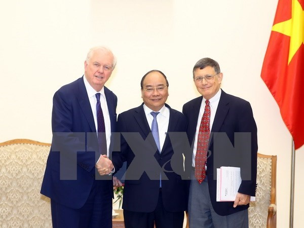 Prime Minister Nguyen Xuan Phuc receives Harvard professors hinh anh 1