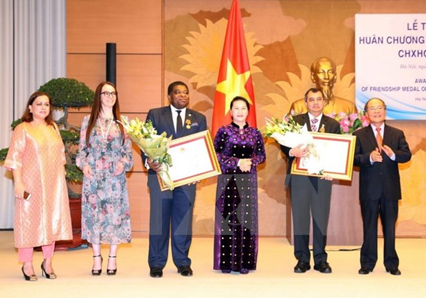 NA Chairwoman receives, presents Friendship Order to IPU leaders hinh anh 1