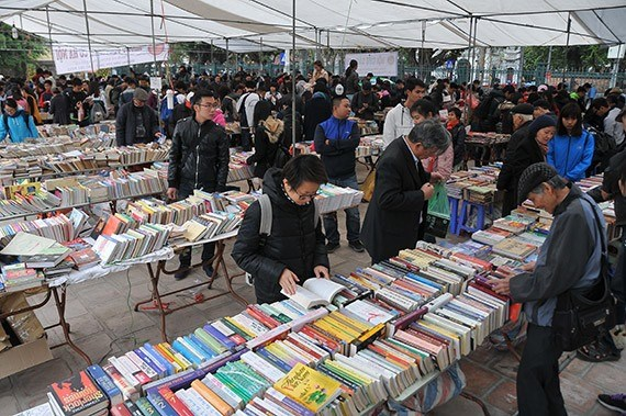 Old book fair opens in Hanoi city hinh anh 1