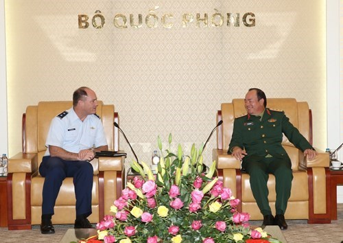 Adjutant General of Oregon National Guard welcomed in Hanoi hinh anh 1