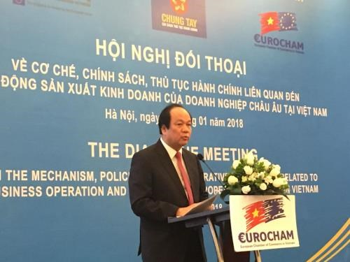 More administrative procedures cut to support foreign firms hinh anh 1