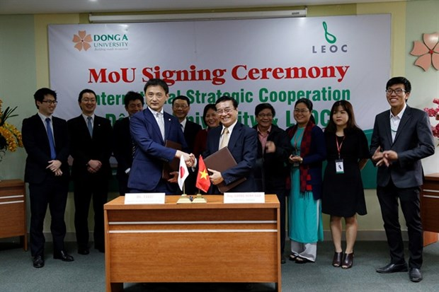 Dong A College, Japanese company sign training deal hinh anh 1