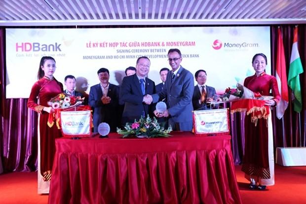 HDBank signs MoneyGram deal for money transfer hinh anh 1