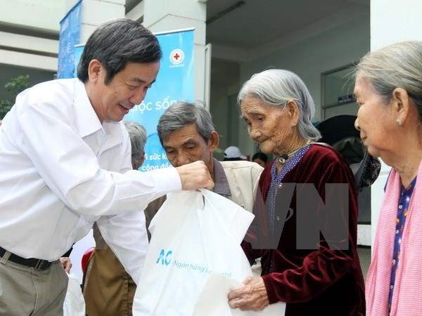 HCM City authorities ensure warm Tet for everyone hinh anh 1