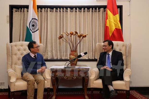PM's visit to India helps foster political trust hinh anh 1