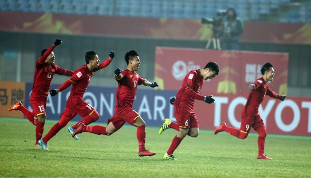 Vietnam Airlines increases flights to Shanghai to serve football fans hinh anh 1