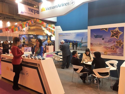 Vietnam Airlines promotes products in Spain hinh anh 1
