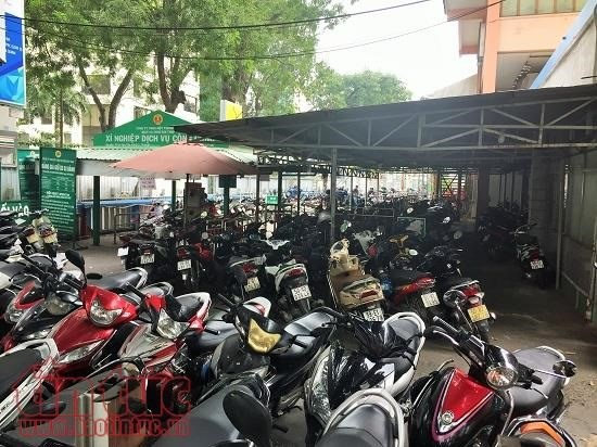 Downtown HCM City parking lots overloaded hinh anh 1