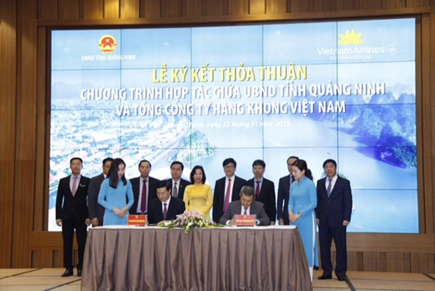 Quang Ninh, Vietnam Airlines Corporation ink strategic cooperation hinh anh 1