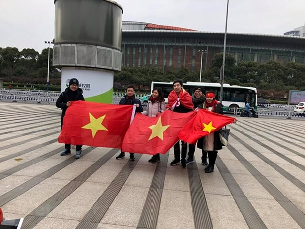 Chinese embassy facilitates visa for Vietnamese football fans hinh anh 1