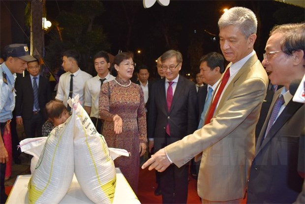 Lao staples introduced in Ho Chi Minh City hinh anh 1